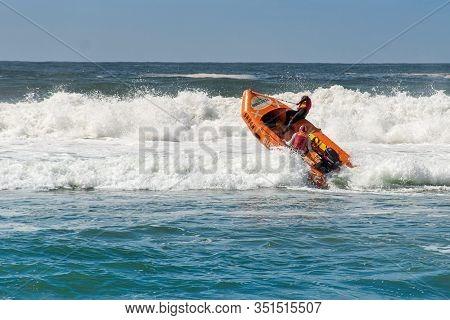 Cronulla, Australia 2020-02-15 Surf Rescue Life Savers Boat Jumping On The Waves At Wanda Beach, Nsw