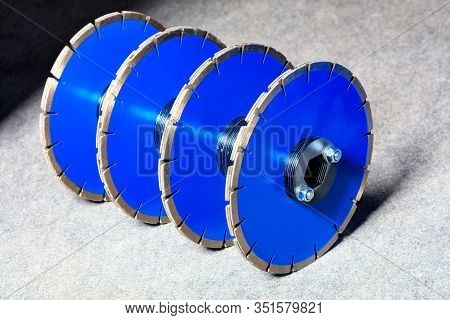 Diamond Cutting Discs For Concrete And Reinforced Concrete Are Blue In Color And Are Assembled In Gr