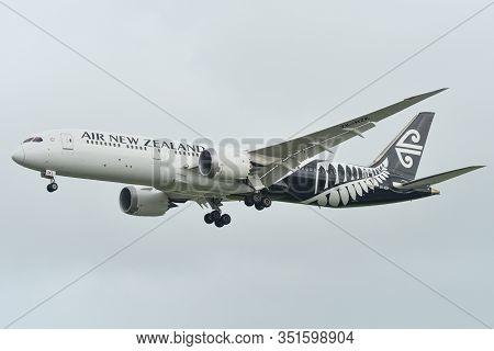 Airplane Landing At Singapore Changi Airport