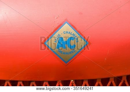Bala, Wales, Uk - August 8 2019: Allis Chalmers Logo On A Vintage Tractor Hood.  Founded In 1901 In