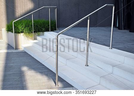 Stainless Steel Handrails Are Installed On The Teps.holder Railing Stainless Steel .chrome Handrail.