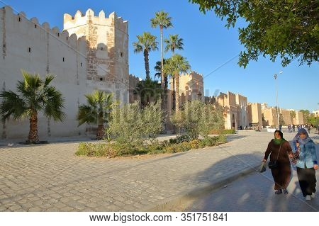 Sfax, Tunisia - December 22, 2019: The Impressive Ramparts Of The Medina Surrounded By A Large Cobbl
