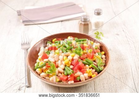 white bean salad with green bean, corn and tomato