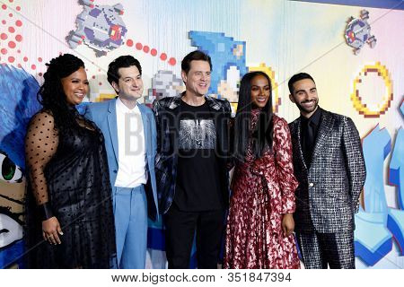 LOS ANGELES - FEB 12:  Natasha Rothwell, Ben Schwartz, Jim Carrey, Tika Sumpter, Lee Majdoub at the