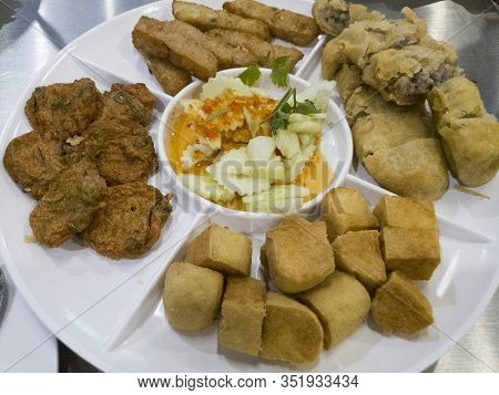 Appetizer Of Thai-chinese Restuarant / Popular Mixed Deep Fried