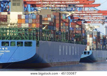 Hamburg - Containerships at the Terminal