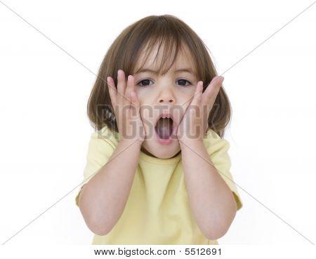 niña sorprendida aislada en blanco