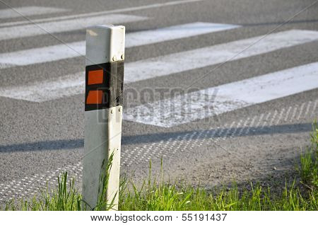Traffic Sign (delineator) Determinate The Edge Of Road