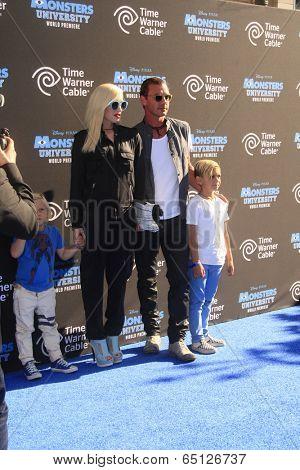 LOS ANGELES - JUN 17:  Zuma Rossdale, Gwen Stefani, Kingston Rossdale, Gavin Rossdale at the