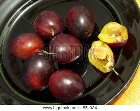 A gang of tempting plums