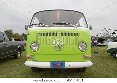 1971 Volkswagen Vw Van Green Front View