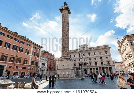 People And Column On Piazza Colonna In Rome