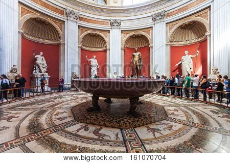 Round Room Of Of Pio-clementino Museum In Vatican