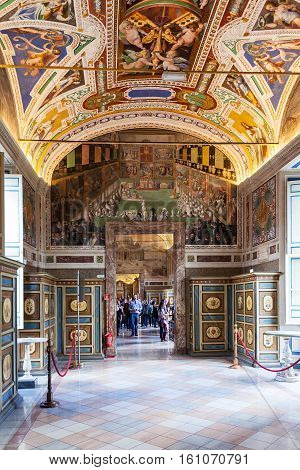 Tourists In Halls Of Vatican Museums