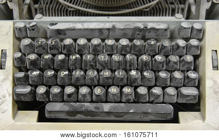 a close up of a vintage old typewriter