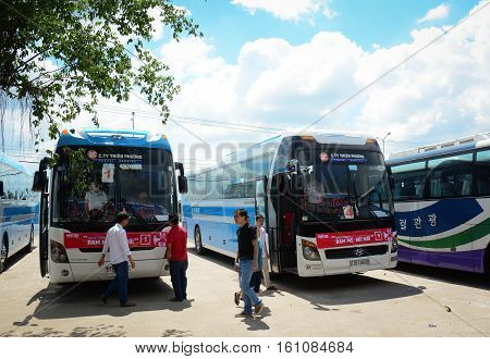 Some Buses Wait To New Trip