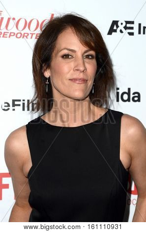 LOS ANGELES - DEC 9:  Annabeth Gish at the 32nd Annual International Documentary Association Awards at Paramount Studios on December 9, 2016 in Los Angeles, CA