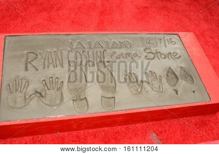 LOS ANGELES - DEC 7:  Ryan Gosling, Emma Stone Hand and Foot Prints at the Emma Stone & Ryan Gosling Hand and Foot Print Ceremony at TCL Chinese Theater on December 7, 2016 in Los Angeles, CA