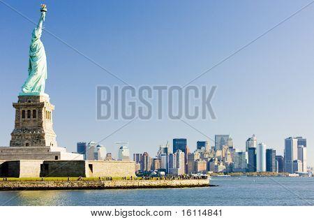Estatua de la libertad y Manhattan, Nueva York, EE.