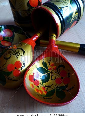 Spoons. Khokhloma-an ancient Russian folk craft, born in the XVII century in the district of Nizhny Novgorod. Traditional elements Khokhloma-red juicy berries of mountain ash