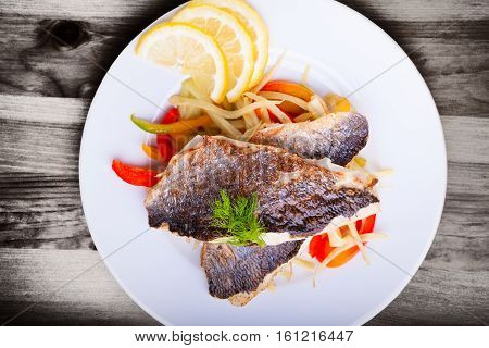 Fillet of sea bream with fennel and pepper.