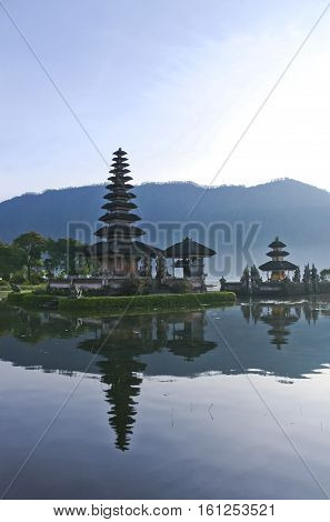 Pura Ulun Danu water temple lake brataan bali