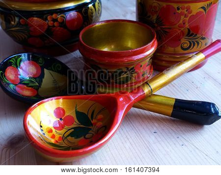 Spoons. Khokhloma - an ancient Russian folk craft, born in the XVII century in the district of Nizhny Novgorod. Traditional elements Khokhloma - red juicy berries of mountain ash and wild strawberries.