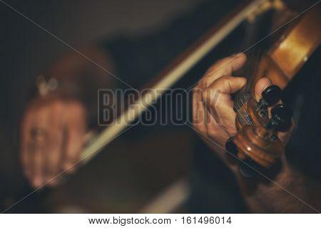 Man playing violin at wedding