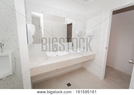 amazing gorgeous beautiful view of modern stylish cozy bathroom