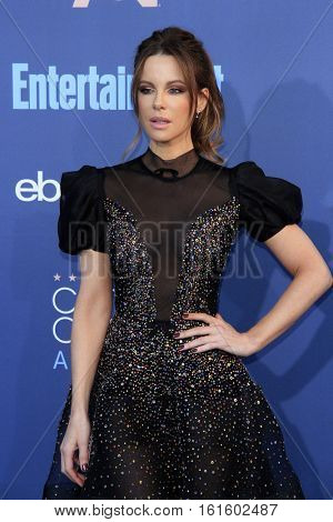 LOS ANGELES - DEC 11:  Kate Beckinsale at the 22nd Annual Critics' Choice Awards at Barker Hanger on December 11, 2016 in Santa Monica, CA