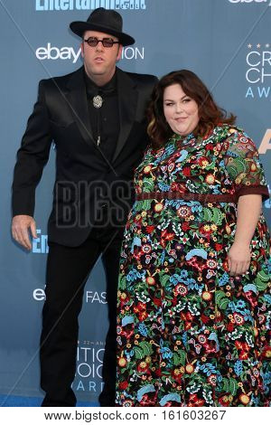 LOS ANGELES - DEC 11:  Chris Sullivan, Chrissy Metz at the 22nd Annual Critics' Choice Awards at Barker Hanger on December 11, 2016 in Santa Monica, CA