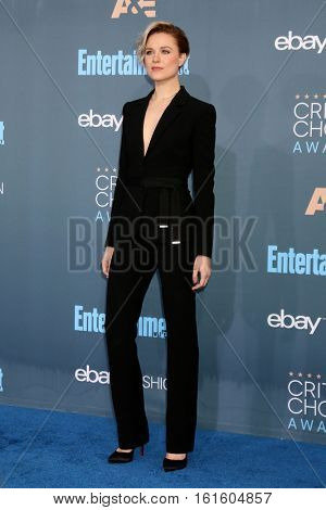 LOS ANGELES - DEC 11:  Evan Rachel Wood at the 22nd Annual Critics' Choice Awards at Barker Hanger on December 11, 2016 in Santa Monica, CA