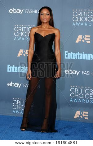 LOS ANGELES - DEC 11:  Naomie Harris at the 22nd Annual Critics' Choice Awards at Barker Hanger on December 11, 2016 in Santa Monica, CA