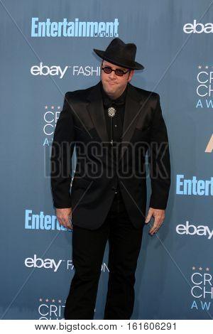 LOS ANGELES - DEC 11:  Chris Sullivan at the 22nd Annual Critics' Choice Awards at Barker Hanger on December 11, 2016 in Santa Monica, CA
