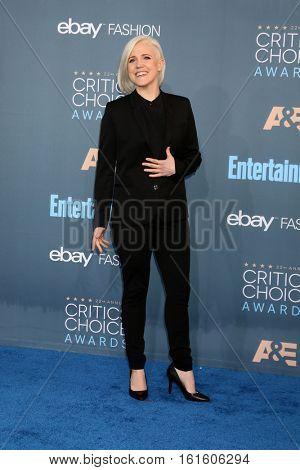 LOS ANGELES - DEC 11:  Hannah Hart at the 22nd Annual Critics' Choice Awards at Barker Hanger on December 11, 2016 in Santa Monica, CA