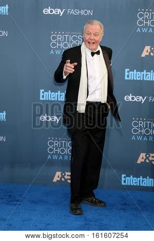 LOS ANGELES - DEC 11:  Jon Voight at the 22nd Annual Critics' Choice Awards at Barker Hanger on December 11, 2016 in Santa Monica, CA