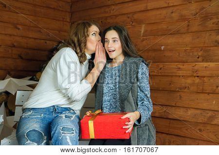 Sister tells ear secret her younger sister