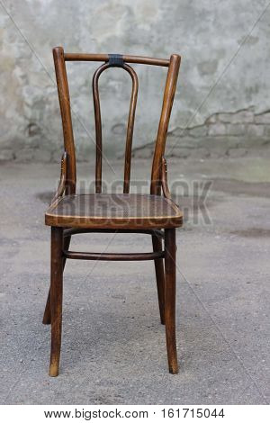 Antique Bentwood Viennese chair - Broken chair on the street.