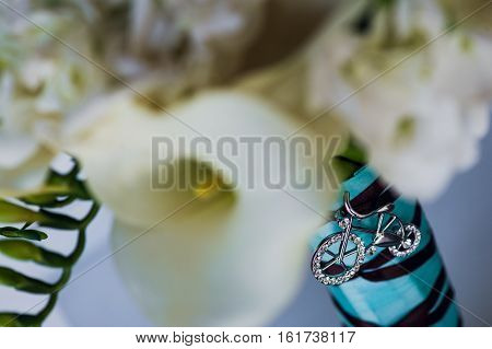 Beautiful flowers boquet decoration jewelry made with silver and crystal glass.