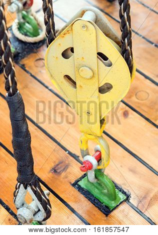 the big Yacht Pulley Blocks and Ropes