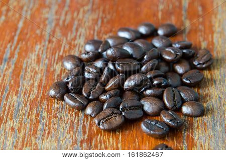 roasted coffee beans on grunge wooden background