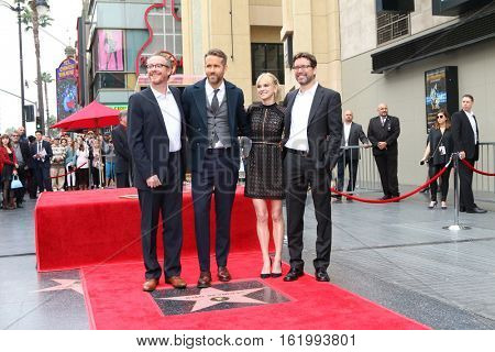 LOS ANGELES - DEC 15:  Rhett Reese, Ryan Reynolds, Anna Faris, Paul Wernick at Ryan's Walk of Fame Star Ceremony at the Hollywood & Highland on December 15, 2016 in Los Angeles, CA