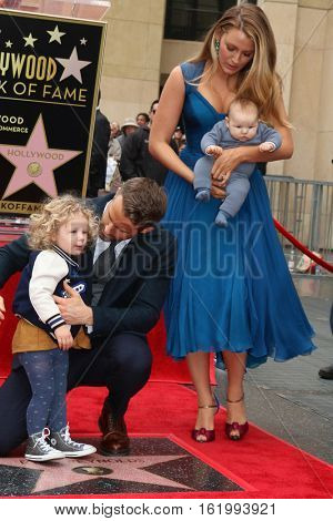 LOS ANGELES - DEC 15:  James Reynolds, Ryan Reynolds, Blake Lively, Newborn Reynolds at the Ryan Reynolds Hollywood Walk of Fame at tbe Hollywood & Highland on December 15, 2016 in Los Angeles, CA