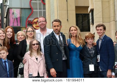 LOS ANGELES - DEC 15:  Ryan Reynolds, Blake Lively, family at the Ryan Reynolds Hollywood Walk of Fame Star Ceremony at the Hollywood & Highland on December 15, 2016 in Los Angeles, CA