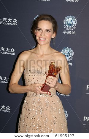 LOS ANGELES - DEC 15:  Hilary Swank at the 21st Annual Huading Global Film Awards - Press Room at The Theatre at The ACE Hotel on December 15, 2016 in Los Angeles, CA