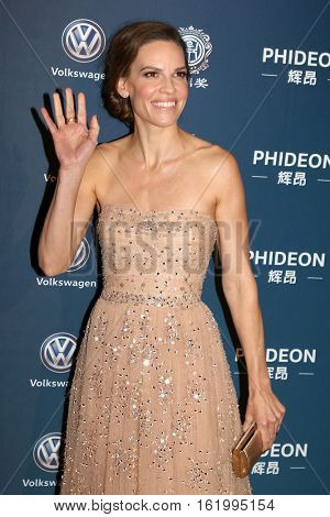 LOS ANGELES - DEC 15:  Hilary Swank at the 21st Annual Huading Global Film Awards - Arrivals at The Theatre at The ACE Hotel on December 15, 2016 in Los Angeles, CA
