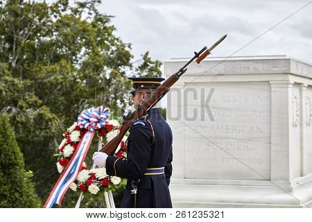 Arlington, Virginia, Usa - September 15, 2018: Guard At The Tomb Of The Unknown Soldier In Arlington