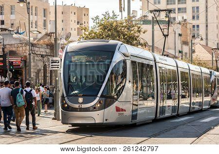 Jerusalem, Israel. September 27, 2018.  Passengers Waiting For The Light Rail Tram At The Jaffo Road