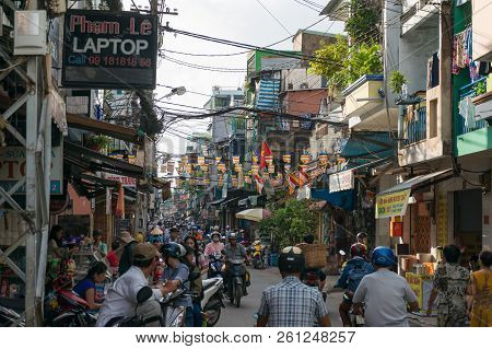 Ho Chi Minh City, Vietnam - August 25, 2017: Traffic And Vendors On Cho Xom Chieu Market In Hcmc In
