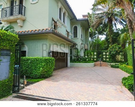 West Palm Beach, Florida -7 May 2018: The Private House At Center Of Palm Beach, Florida At United S